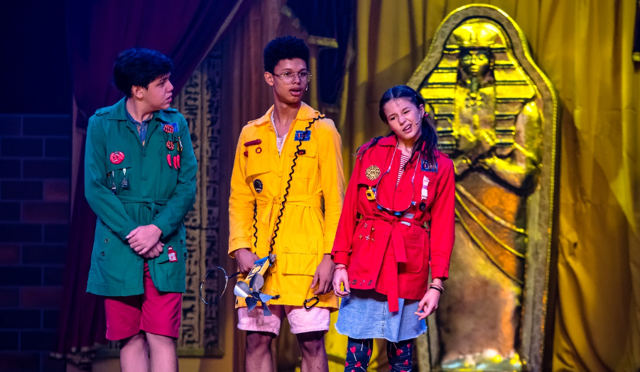 Um mistério no teatro: espetáculo infantil tem sessões drive-in em natal
