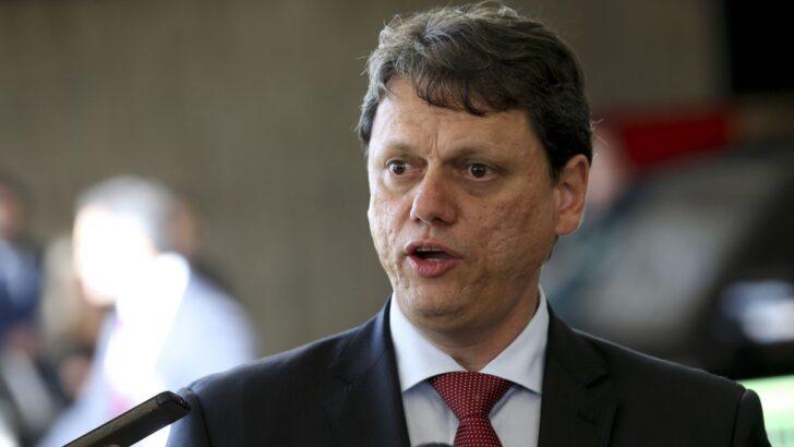 Tarcísio de freitas é o 14º ministro do governo bolsonaro diagnosticado com covid-19