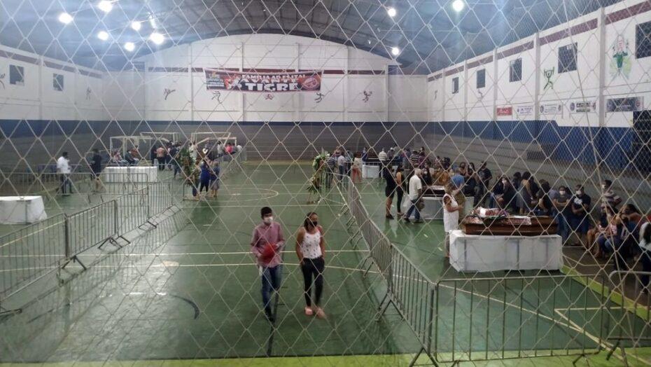 Itaí faz velório e enterro em série das vítimas de acidente que matou 41 pessoas em sp