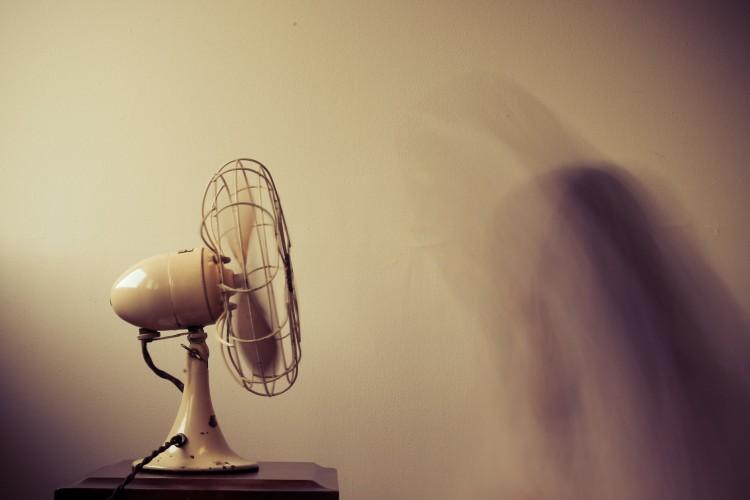 Eletrodomésticos são grande parte das causas de incêndio em casa; saiba como se proteger
