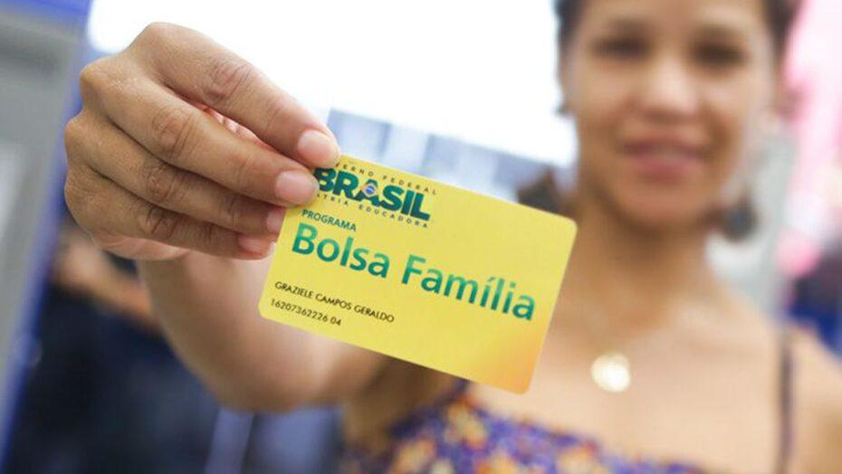 Governo federal amplia prazo de saques do bolsa família