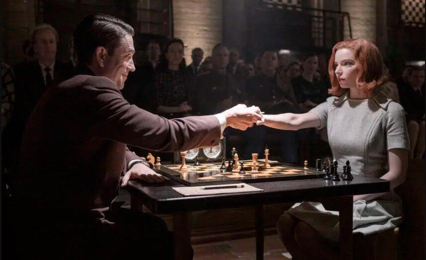 Como 'o gambito da rainha' vem inspirando as mulheres a jogar xadrez