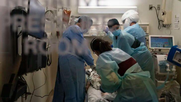 Aumento de casos de covid superlota hospitais e necrotérios nos eua