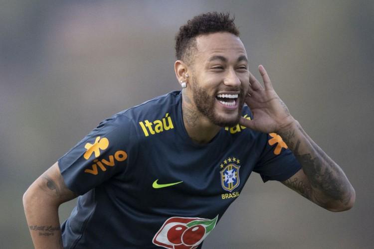 Festa do neymar: jogador manda jatinho particular para buscar convidadas, diz colunista