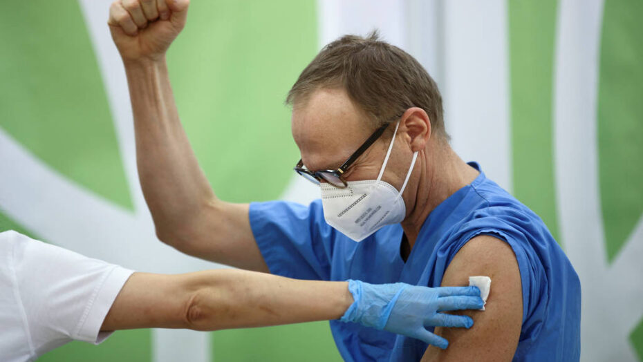 Ue inicia campanha de vacinação enquanto mutação do coronavírus se espalha