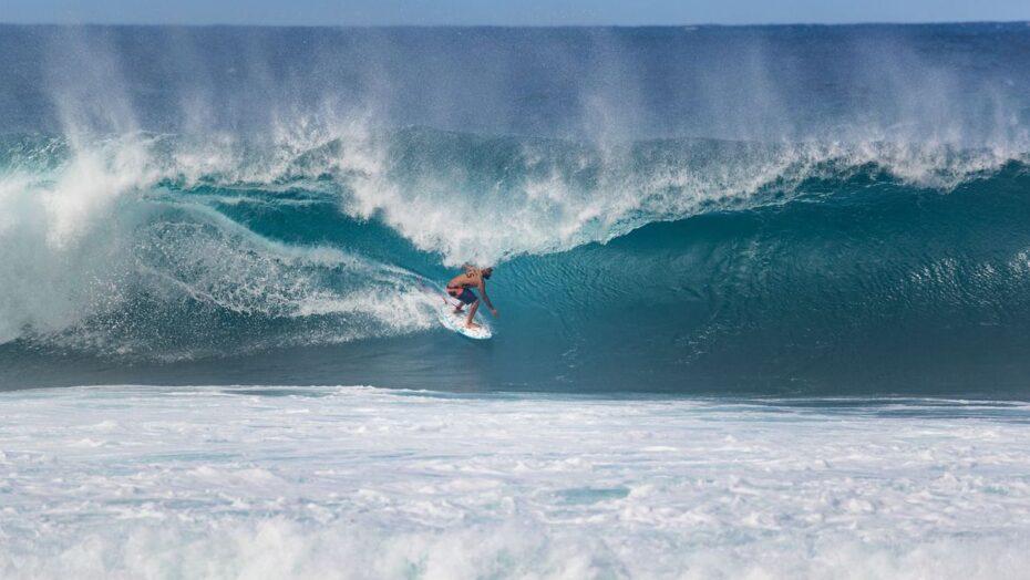 Surfe: ondulação irregular faz wsl adiar competições para domingo