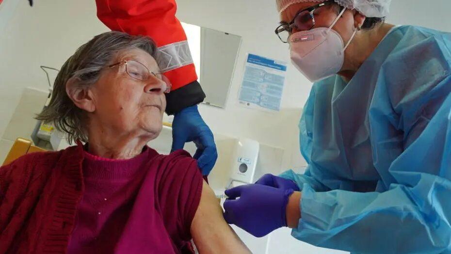Pfizer atrasa envio de vacinas contra a covid-19 para oito países europeus