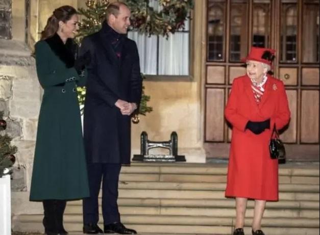 Realeza britânica promove reunião com canções de natal para agradecer aos voluntários