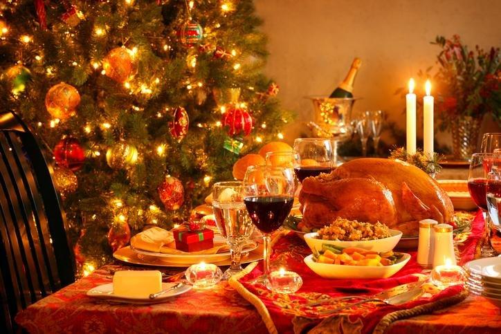 Veja os cuidados ao comprar luminárias natalinas e os itens da ceia natalina