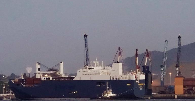Arábia saudita: navio-tanque de petróleo sofre explosão graças a 'fonte externa'