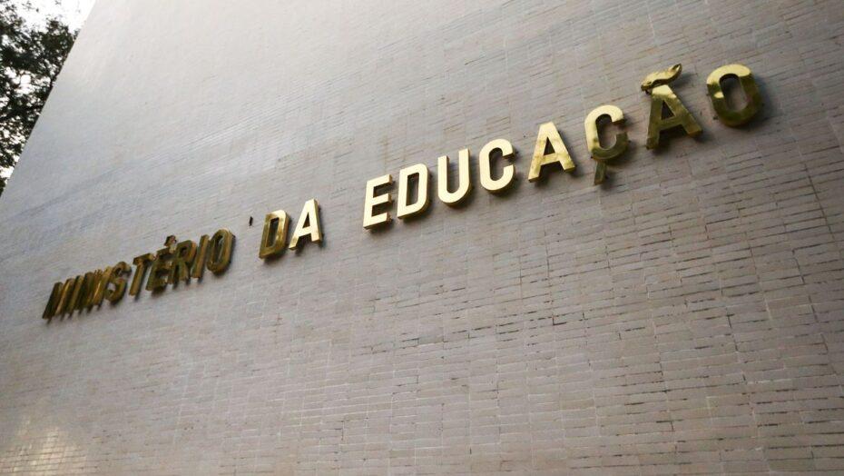 Mec abre novas vagas em curso online para professor de alfabetização