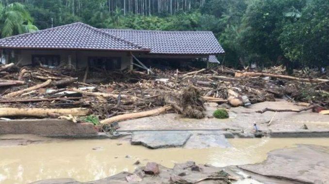 Temporal causa estragos e deixa ao menos sete mortos no sul do brasil