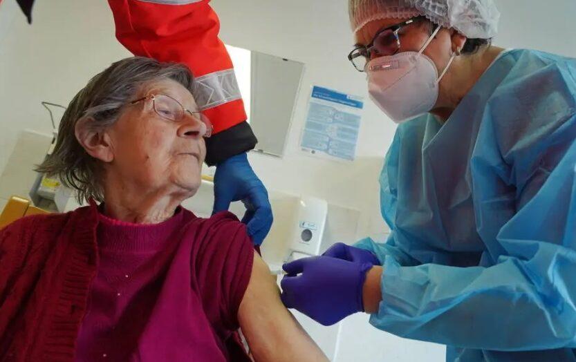 Irlanda estima vacinar população contra a covid-19 até agosto de 2021