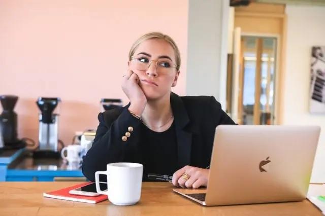 Síndrome do boreout: entenda o que é e o que fazer com o desinteresse no trabalho