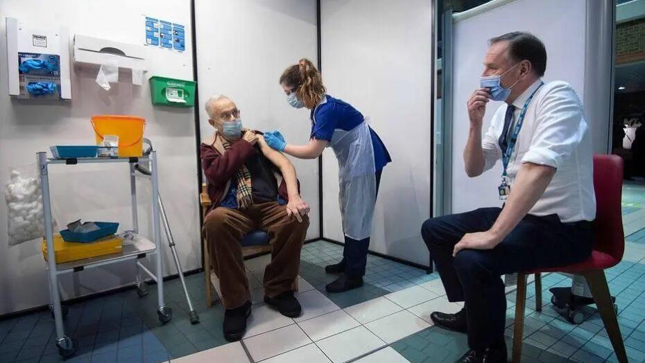 Pessoas muito alérgicas não devem tomar vacina da pfizer, diz agência regulatória do reino unido