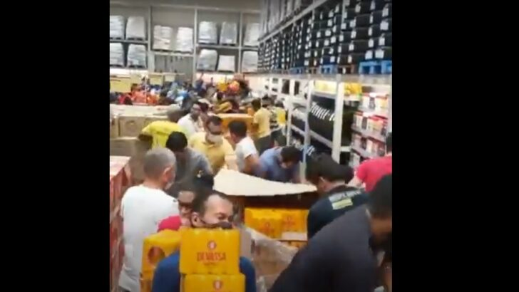 Prefeitura fiscaliza unidade atacadista após aglomeração em inauguração; veja vídeos
