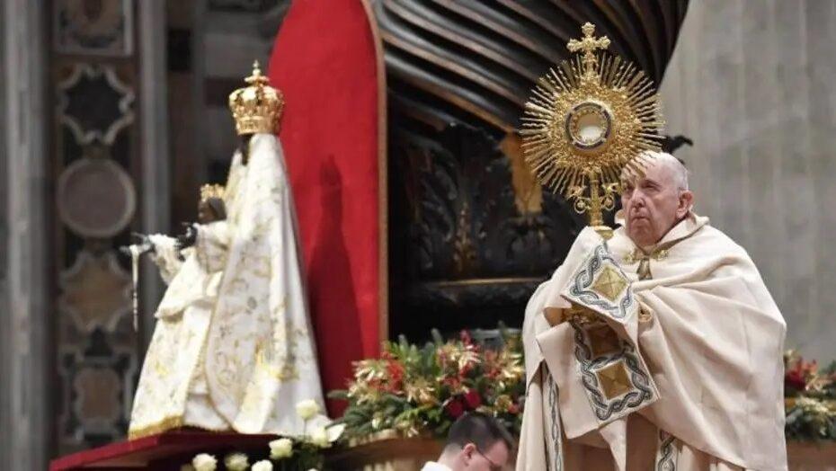 Com dor ciática, papa francisco não celebrará a missa de ano novo