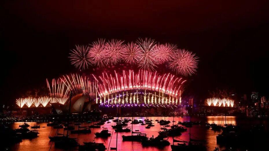 Fogos de artifício e ruas vazias marcam ano novo na austrália