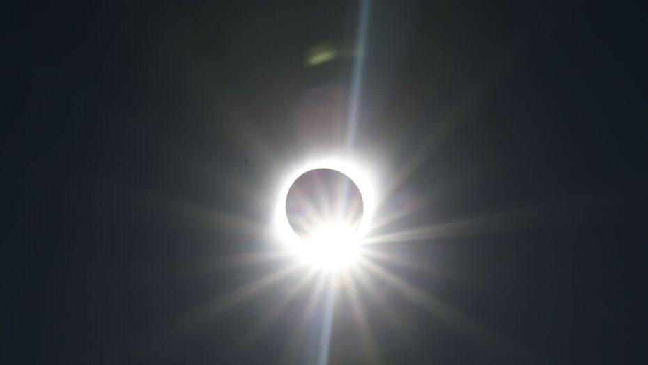 Brasil terá eclipse solar parcial nesta segunda-feira, entre meio-dia e 15h