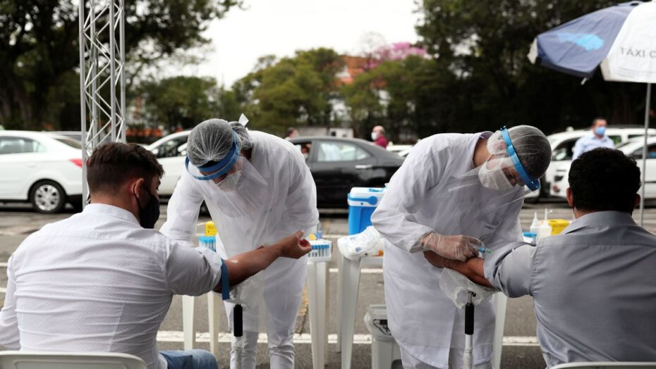 Média de mortes diárias por covid-19 no brasil chega a 736