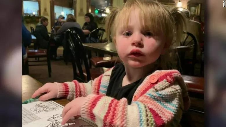Menino de 7 anos entra na casa em chamas para salvar sua irmãzinha