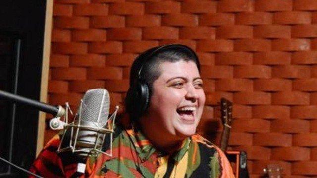 Ana vilela, do hit 'trem bala', brinca com letra da música: 'esquece o que disse, o mundo é horrível'