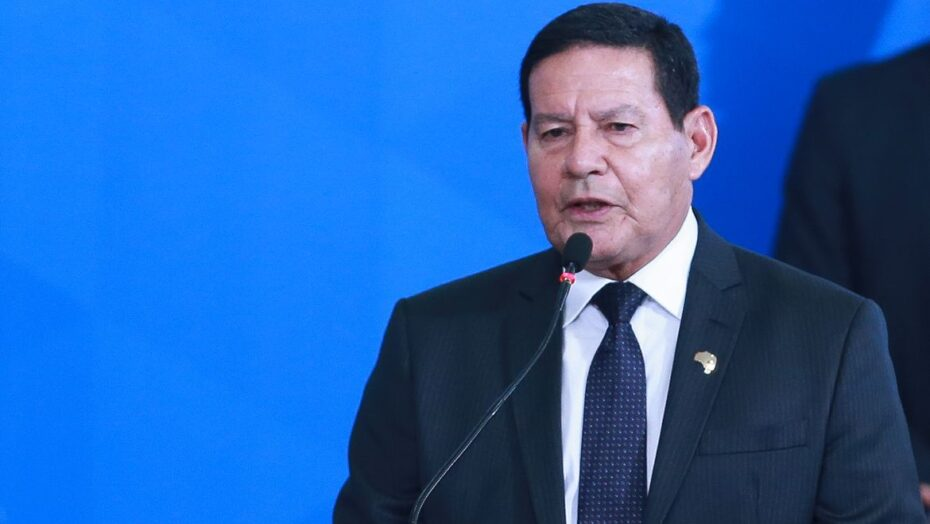 Mourão diz que governo federal faz 'além do que pode por manaus'