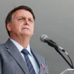 Bolsonaro chama doria de 'moleque' e diz que ele e maia querem sua cadeira para 'roubar'