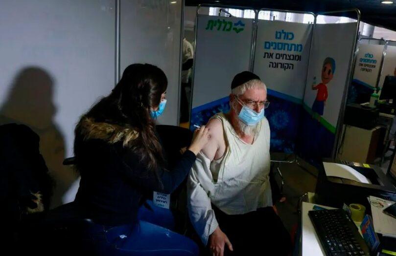 Israel tem queda de 60% na internação de idosos três semanas após início da vacinação