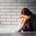 Criança de 10 anos é estuprada pelo padrasto e engravida de gêmeos em mg