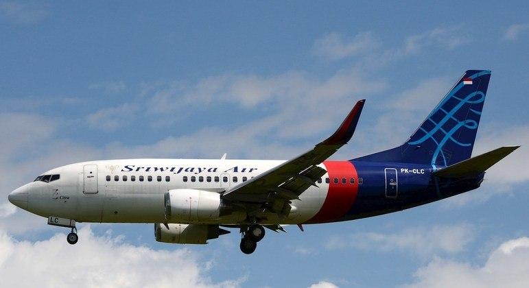 Autoridade da indonésia confirma queda de avião com 62 passageiros; veja vÍdeo