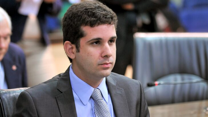 """""""bolsonaro frustrou expectativa dos brasileiros"""", diz vereador felipe alves"""