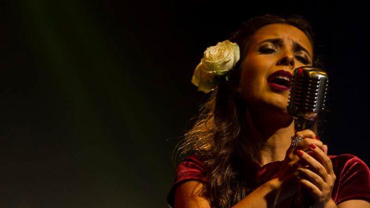 Canto azul: bruna hetzel lança primeiro álbum da carreira