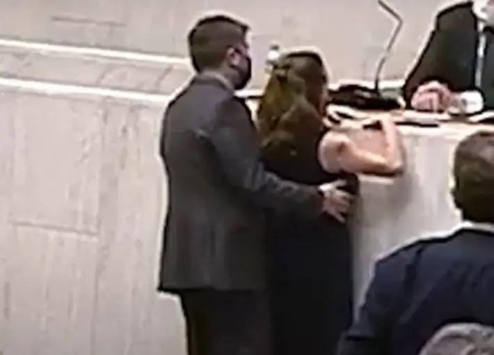 Juíza suspende processo ético-disciplinar contra fernando cury por assédio a isa penna