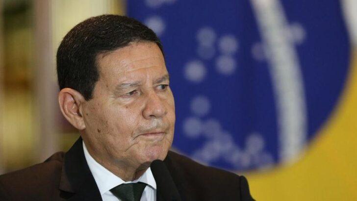 """""""brasil tem bastante dinheiro para a vacinação"""", afirma mourão"""