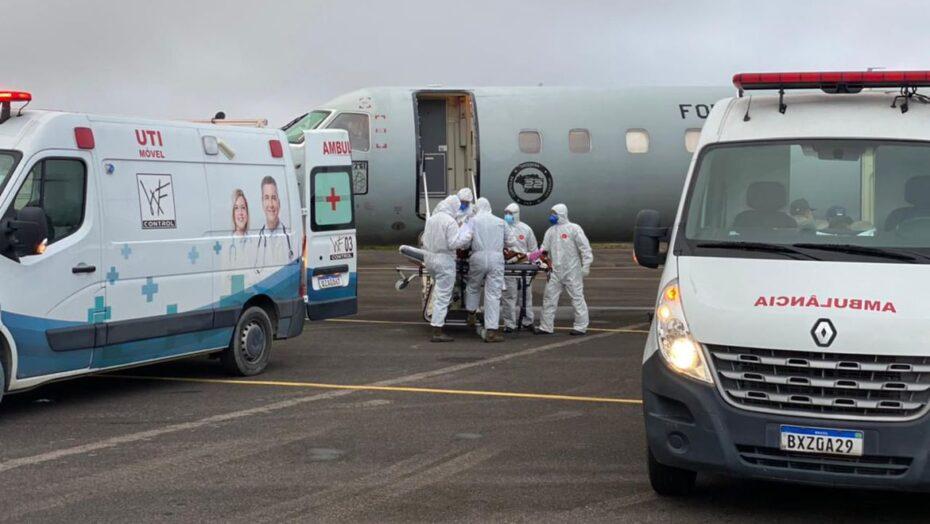 Brasília recebe 15 pacientes com covid-19 vindos de manaus