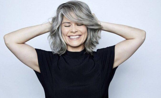 """Aos 42 anos, atriz samara felippo assume o cabelo grisalho: """"libertação"""""""
