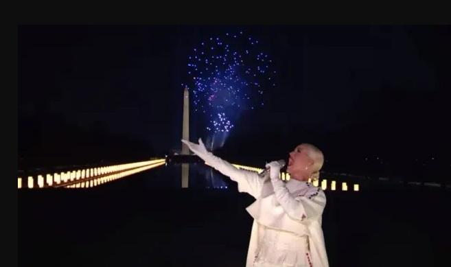 Katy perry encerra posse de biden com 'firework' e encanta os fãs