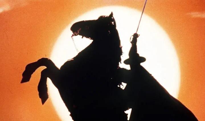 Zorro aos 100 anos: o espadachim original continua o esplendor do herói de ação americano