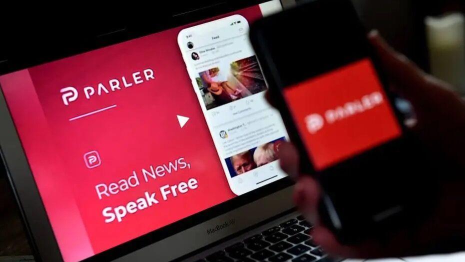 Parler, rede social usada por trumpistas, sai do ar após google, apple e amazon banirem aplicativo