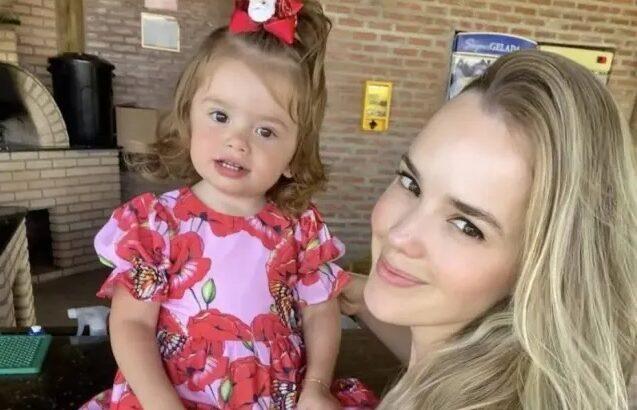 Thaeme compartilha processo de desmame da filha nas redes sociais