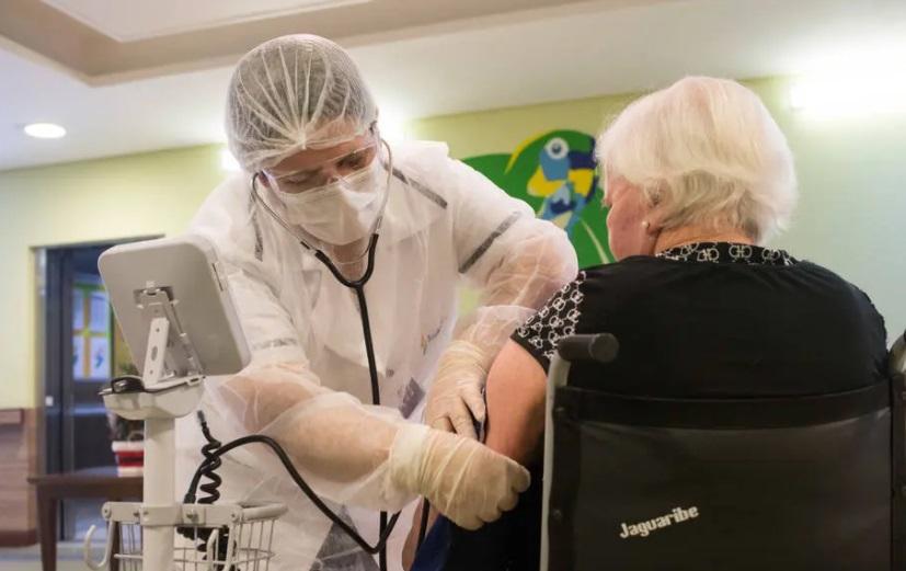 Uma em cada 4 instituições para idosos no brasil registrou infecção pela covid-19, mostra estudo
