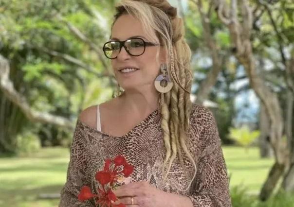 Ana maria braga aparece com dreads no cabelo e brinca: 'estou comprando um ukulele'