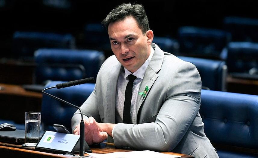 """Styvenson isenta governo bolsonaro por crise em manaus: """"não é falta de dinheiro"""""""