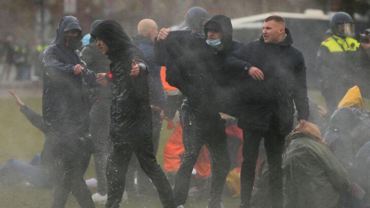 Protestos contra recolher nos países baixos terminam com 240 detidos