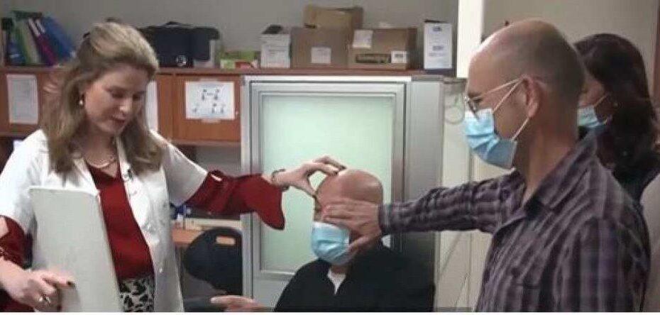 Idoso cego retoma visão após receber o primeiro transplante de córnea artificial do mundo