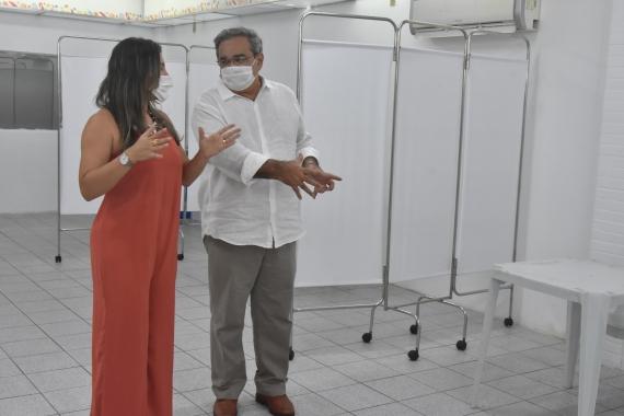 Profissionais da saúde começam a ser vacinado contra covid-19 em natal