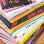 Conheça os livros mais vendidos no brasil em 2020