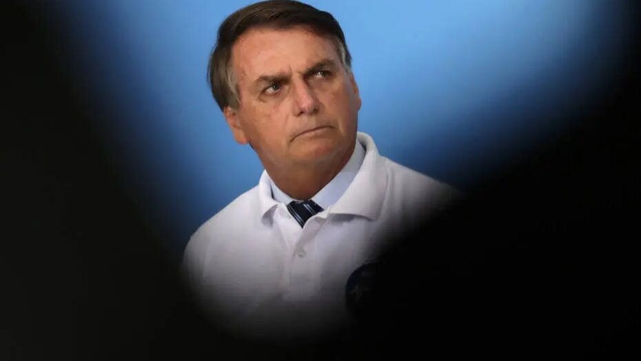 Bolsonaro diz que militares seguem 'norte indicado pela população'