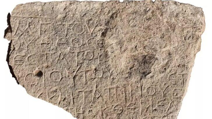 Pedra de 1.500 anos com dedicatória a jesus é achada em região árabe de israel